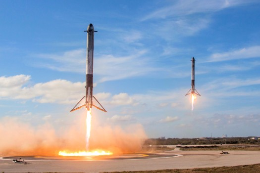 Falcon_Heavy_Side_Boosters_landing_on_LZ1_and_LZ2_-_2018_(25254688767)
